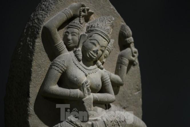 Chiêm ngưỡng vẻ đẹp phù điêu nữ thần Sarasvati vừa được công nhận bảo vật quốc gia - ảnh 1