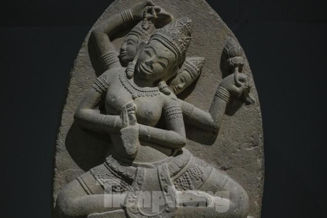 Chiêm ngưỡng vẻ đẹp phù điêu nữ thần Sarasvati vừa được công nhận bảo vật quốc gia - ảnh 2