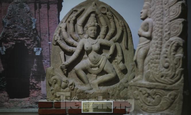 Chiêm ngưỡng vẻ đẹp phù điêu nữ thần Sarasvati vừa được công nhận bảo vật quốc gia - ảnh 6