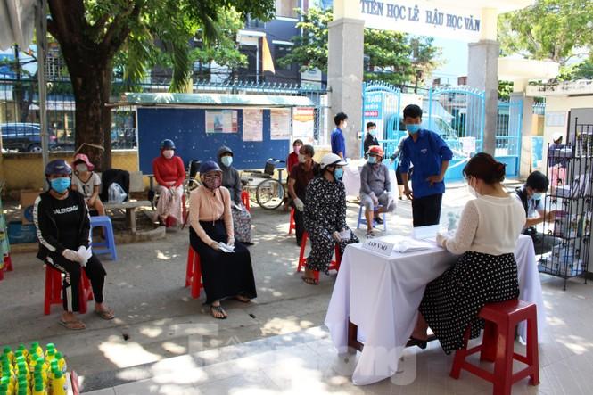 'Siêu thị di động' đến tận nhà giúp người khó ở Đà Nẵng - ảnh 4