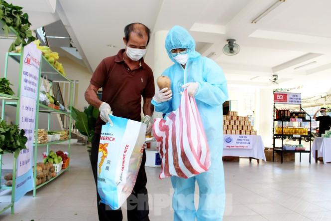 'Siêu thị di động' đến tận nhà giúp người khó ở Đà Nẵng - ảnh 10
