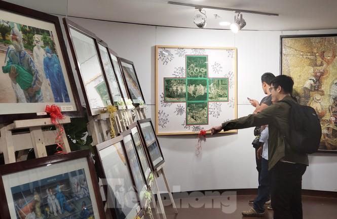 Triển lãm 120 tác phẩm Đà Nẵng trên tuyến đầu chống dịch - ảnh 2