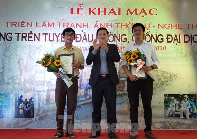 Triển lãm 120 tác phẩm Đà Nẵng trên tuyến đầu chống dịch - ảnh 1