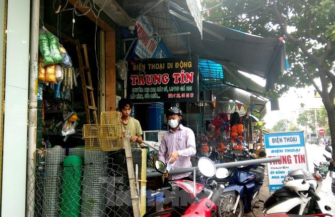Người dân Đà Nẵng hối hả mua đồ chằng chống nhà cửa trước bão số 9 - ảnh 6