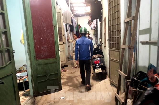 'Đi từng ngõ, gõ từng nhà' giúp dân sơ tán tránh bão số 13  - ảnh 6