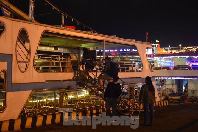 Thuyền hoa diễu hành lung linh sông Hàn dịp năm mới 2021 - ảnh 2