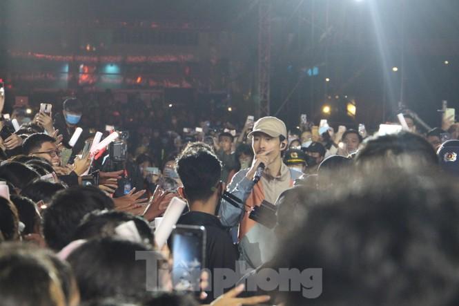 Đen Vâu, BinZ... 'cháy' cùng khán giả Đà thành thời khắc bước sang năm mới 2021 - ảnh 3