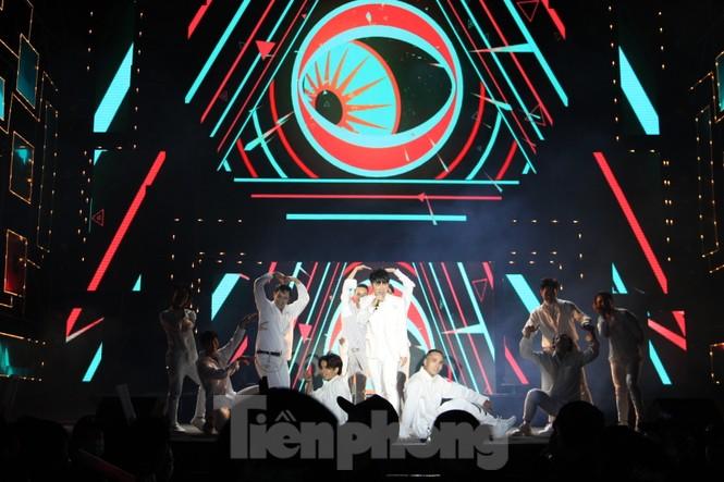 Đen Vâu, BinZ... 'cháy' cùng khán giả Đà thành thời khắc bước sang năm mới 2021 - ảnh 11