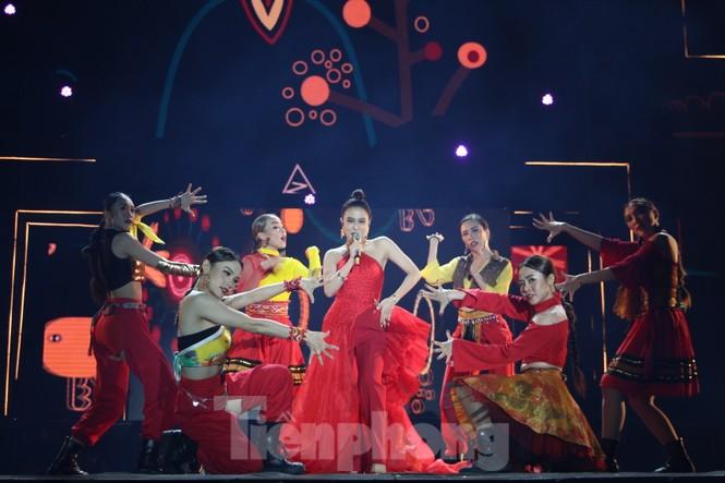 Đen Vâu, BinZ... 'cháy' cùng khán giả Đà thành thời khắc bước sang năm mới 2021 - ảnh 8