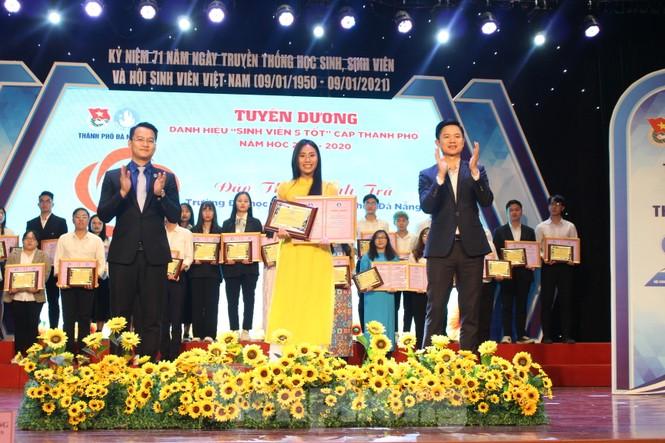 Thành Đoàn Đà Nẵng tặng 300 vé xe Tết cho sinh viên - ảnh 1