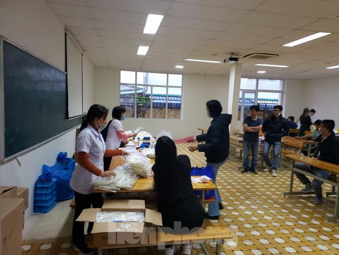 Hàng trăm bạn trẻ xếp hàng từ sáng sớm để hiến máu tại Chủ nhật Đỏ - ảnh 7