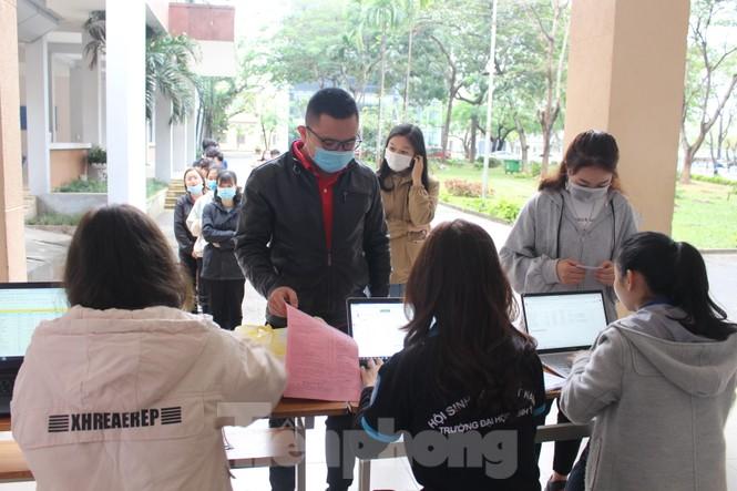 Hàng trăm bạn trẻ xếp hàng từ sáng sớm để hiến máu tại Chủ nhật Đỏ - ảnh 3