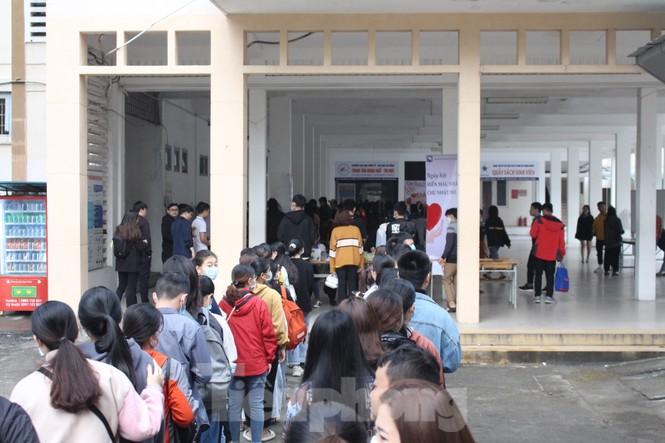 Hàng trăm bạn trẻ xếp hàng từ sáng sớm để hiến máu tại Chủ nhật Đỏ - ảnh 9