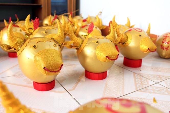 Làm trâu vàng từ quả dừa, gây quỹ hỗ trợ người khó khăn - ảnh 10
