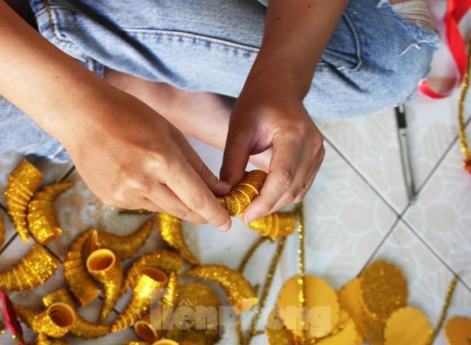 Làm trâu vàng từ quả dừa, gây quỹ hỗ trợ người khó khăn - ảnh 5