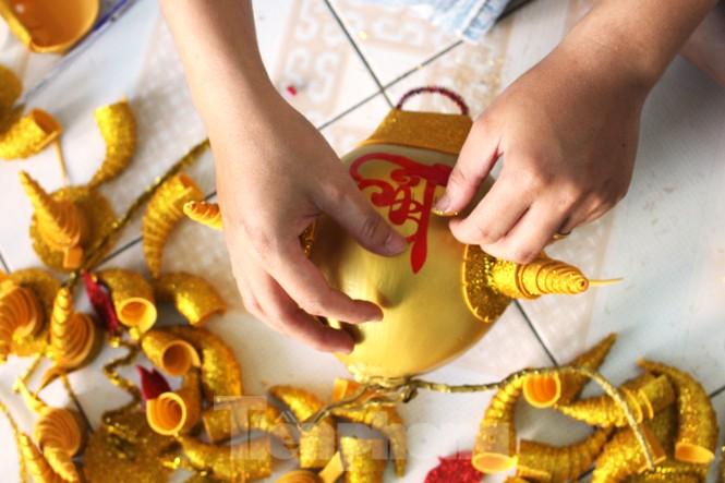 Làm trâu vàng từ quả dừa, gây quỹ hỗ trợ người khó khăn - ảnh 8