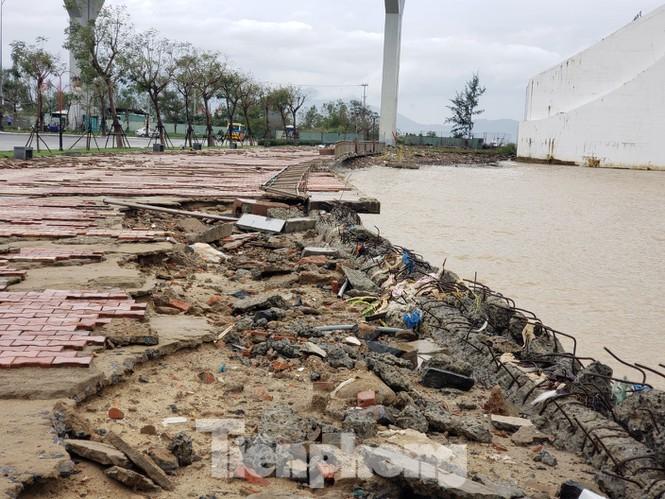 Dù khá ngổn ngang nhưng Đà Nẵng đã bình yên sau khi bão số 13 đi qua - ảnh 2