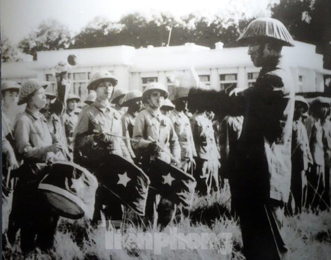 65 năm giải phóng Thủ đô - Hà Nội có một 'mùa thu năm ấy' - ảnh 9