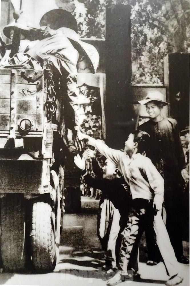 65 năm giải phóng Thủ đô - Hà Nội có một 'mùa thu năm ấy' - ảnh 13
