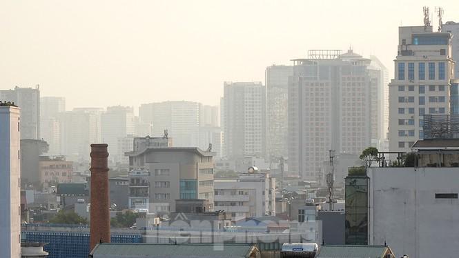 Hà Nội lại chìm trong ô nhiễm, khuyến cáo người dân hạn chế ra đường - ảnh 1