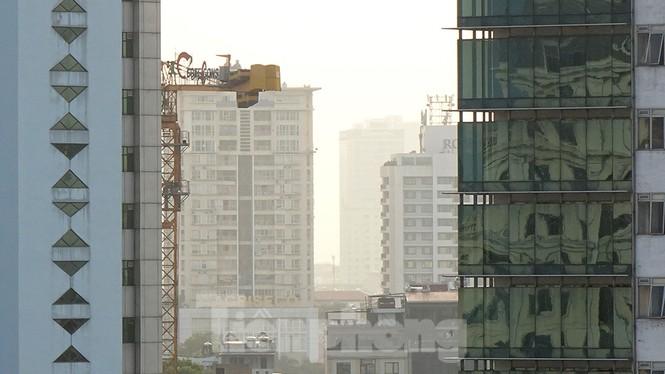 Hà Nội lại chìm trong ô nhiễm, khuyến cáo người dân hạn chế ra đường - ảnh 11