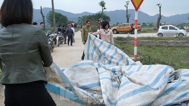 Hình ảnh người dân Nam Sơn tháo lều bạt sau đối thoại với chính quyền - ảnh 1