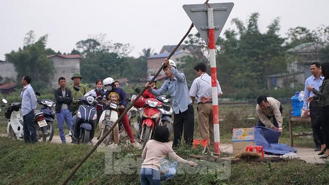 Hình ảnh người dân Nam Sơn tháo lều bạt sau đối thoại với chính quyền - ảnh 6