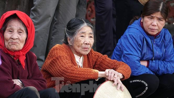 Mãn nhãn với trai làng tranh cướp nhau quả cầu nặng gần 20kg ở Hà Nội - ảnh 10