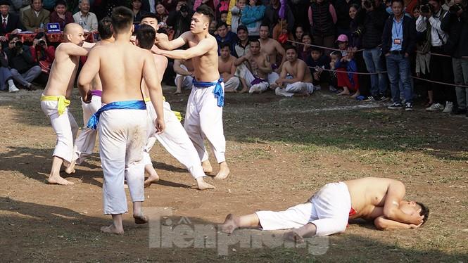 Mãn nhãn với trai làng tranh cướp nhau quả cầu nặng gần 20kg ở Hà Nội - ảnh 16