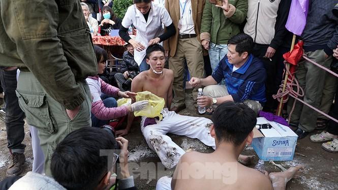 Mãn nhãn với trai làng tranh cướp nhau quả cầu nặng gần 20kg ở Hà Nội - ảnh 17