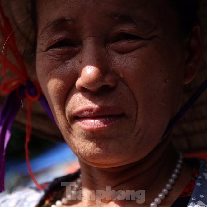 Nắng nóng đeo bám người dân xóm ngụ cư Hà Nội - ảnh 1
