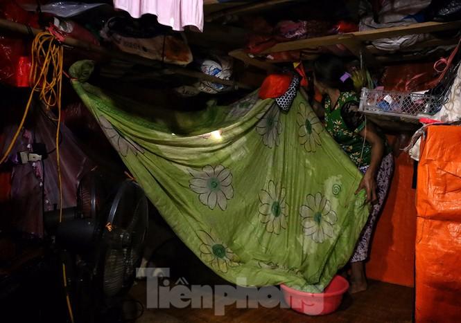 Nắng nóng đeo bám người dân xóm ngụ cư Hà Nội - ảnh 7
