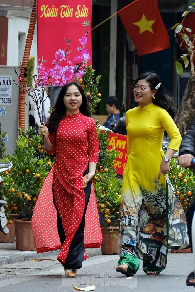 Nhộn nhịp chợ hoa tết lâu đời nhất Hà Nội - ảnh 5