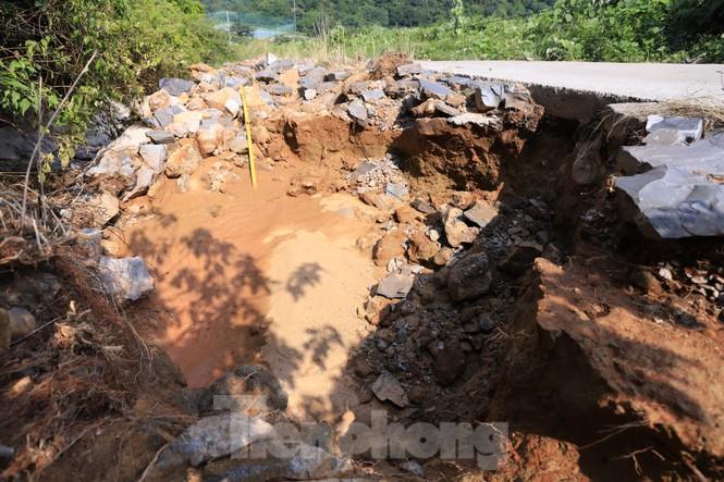 Bán đảo Sơn Trà sạt lở sau mưa bão - ảnh 7