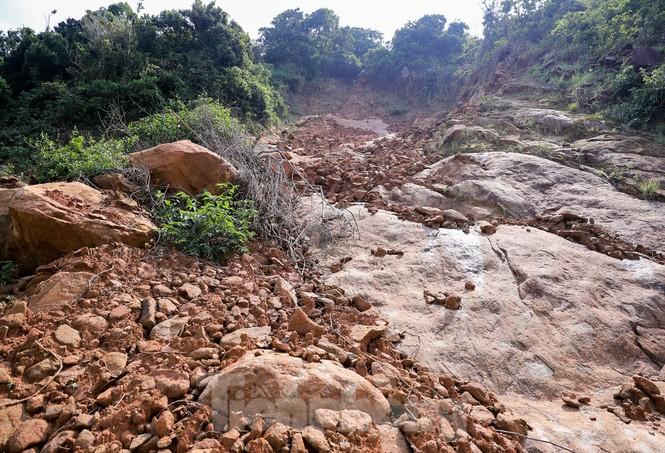 Bán đảo Sơn Trà sạt lở sau mưa bão - ảnh 8