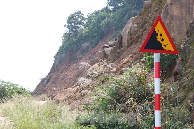 Bán đảo Sơn Trà sạt lở sau mưa bão - ảnh 9