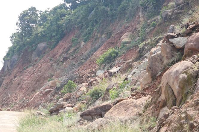 Bán đảo Sơn Trà sạt lở sau mưa bão - ảnh 3