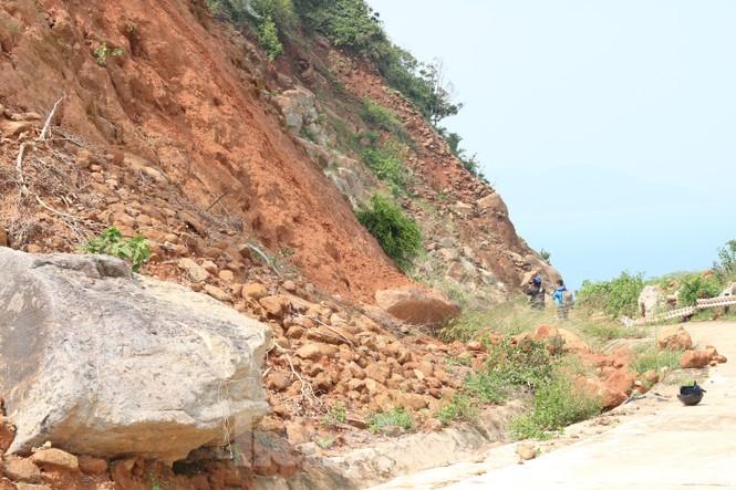 Bán đảo Sơn Trà sạt lở sau mưa bão - ảnh 5