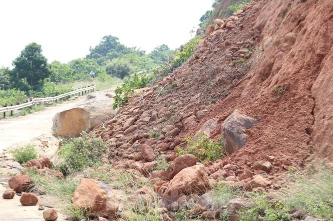 Bán đảo Sơn Trà sạt lở sau mưa bão - ảnh 6