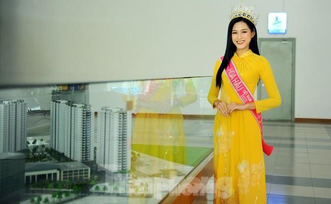 Vì sao Hoa hậu Đỗ Thị Hà bật khóc khi nhắc tới bức ảnh chụp khi đi làm ruộng? - ảnh 1