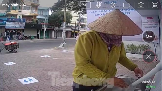 """""""Độc, lạ"""" máy ATM phát gạo miễn phí cho người nghèo giữa mùa dịch COVID-19 - ảnh 4"""