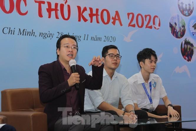 Báo Tiền Phong vinh danh và trao học bổng Nâng bước thủ khoa 2020 - ảnh 8