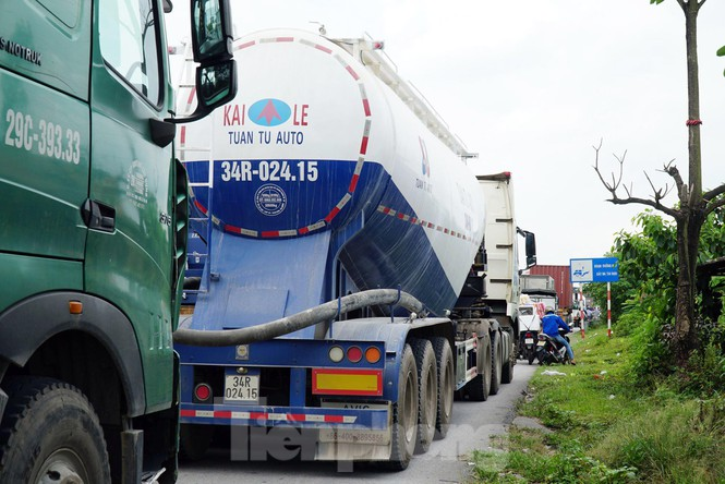 Quốc lộ 5 ùn tắc 10km sau ba vụ tai nạn khiến bảy người chết - ảnh 6