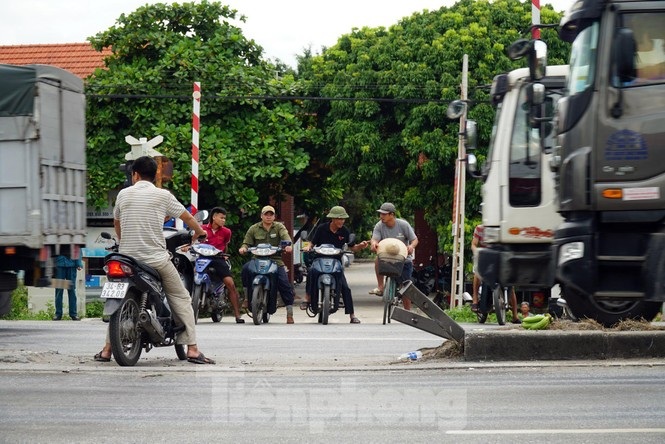 Quốc lộ 5 ùn tắc 10km sau ba vụ tai nạn khiến bảy người chết - ảnh 8