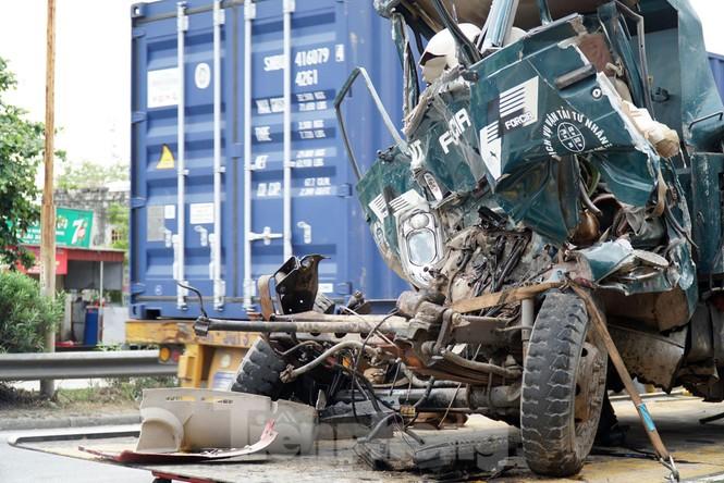 Quốc lộ 5 ùn tắc 10km sau ba vụ tai nạn khiến bảy người chết - ảnh 9