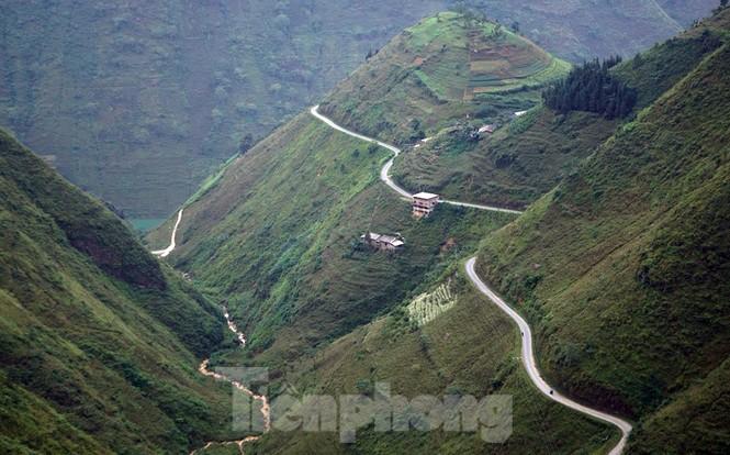 Choáng ngợp cung đường Hạnh Phúc giữa núi non hùng vĩ ở Mã Pì Lèng - ảnh 1