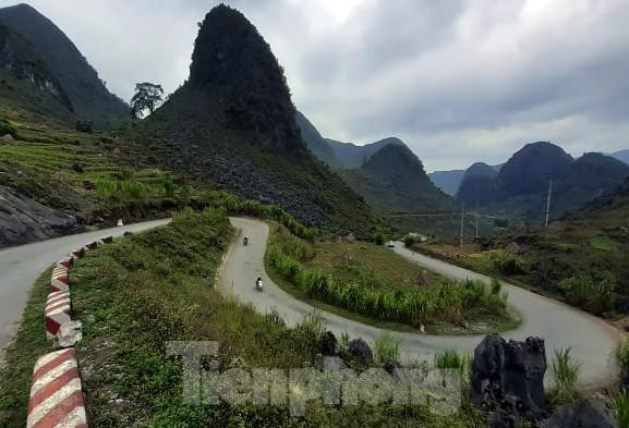Choáng ngợp cung đường Hạnh Phúc giữa núi non hùng vĩ ở Mã Pì Lèng - ảnh 8