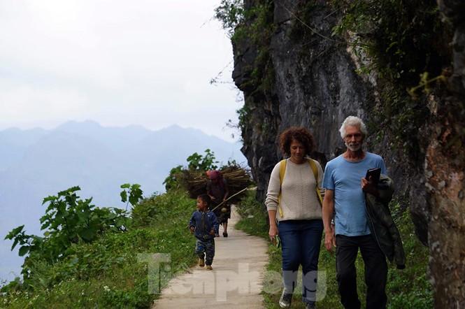 Choáng ngợp cung đường Hạnh Phúc giữa núi non hùng vĩ ở Mã Pì Lèng - ảnh 10