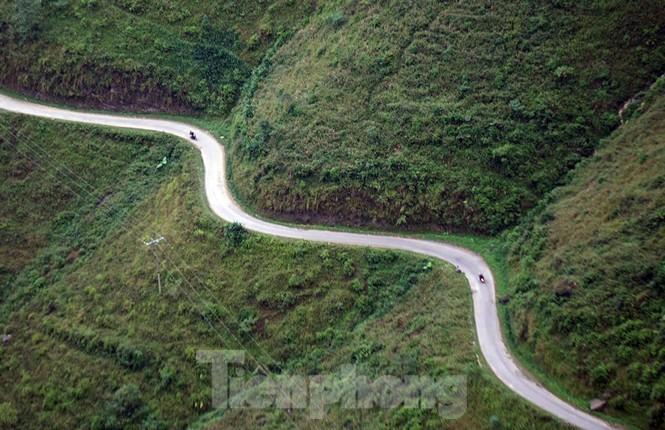 Choáng ngợp cung đường Hạnh Phúc giữa núi non hùng vĩ ở Mã Pì Lèng - ảnh 2