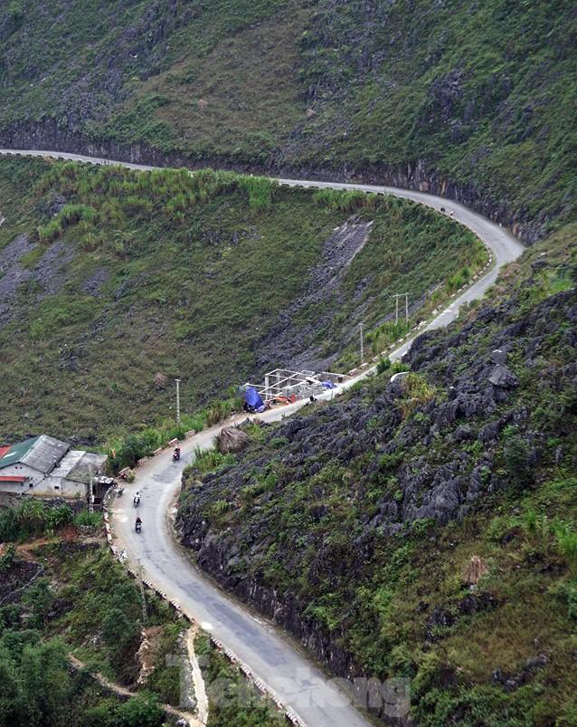 Choáng ngợp cung đường Hạnh Phúc giữa núi non hùng vĩ ở Mã Pì Lèng - ảnh 3